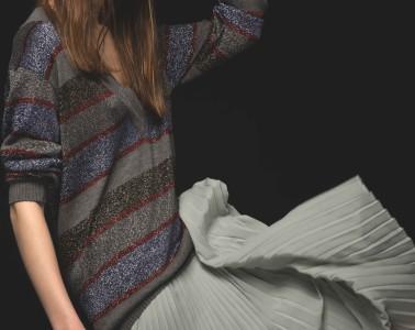 Sweater ALESSANDRA LANNA, skirt KENZO, headband and sunglasses VINTAGE ARCHIVE